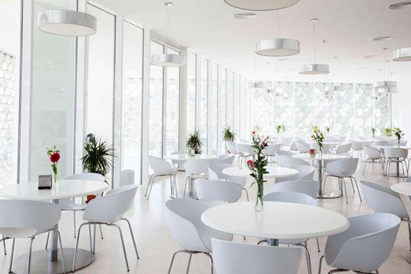 escoger mesas Corian para tu restaurante